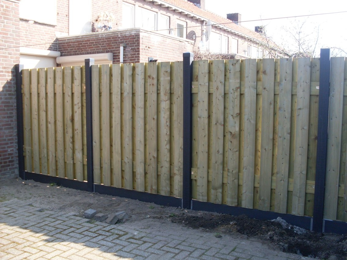 Kunststof palen met houten panelen schutting  1134 850 259 1348753359   Kureypro Kunststof Producten
