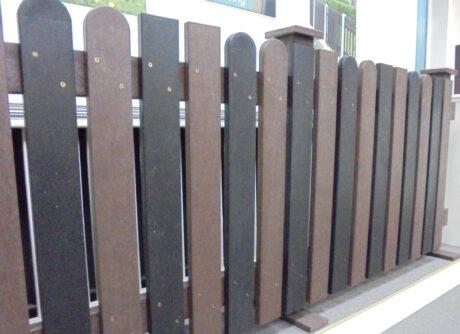 Scherm planken in combinatie recht en getoogd in bruin of en of zwart gecombineerd 2,5 x 10 cm 2020